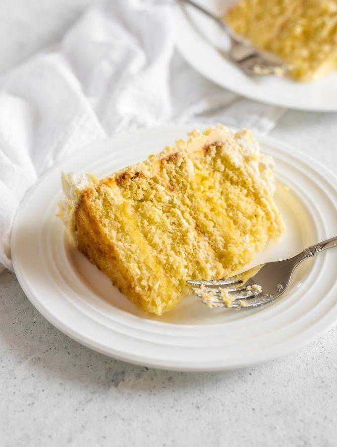 gluten free lemon cake with lemon filling - Zest and Lemons